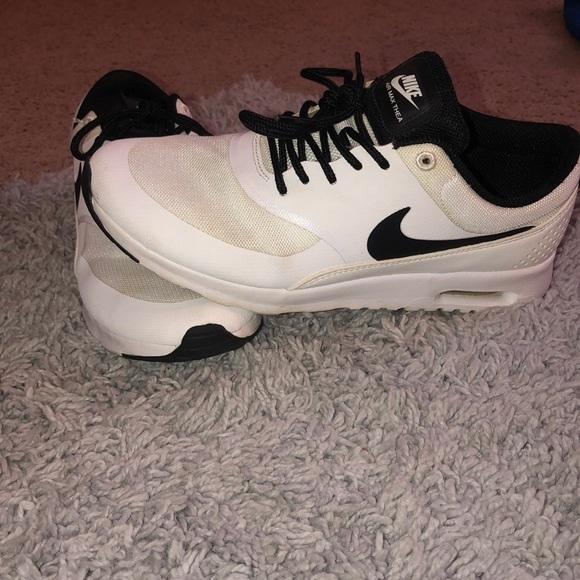 Nike Shoes - Nike tennis shoes
